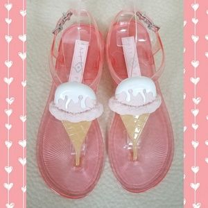 Katy Perry ice cream shoes!